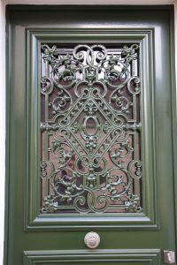 Reproduction isolante de porte ancienne